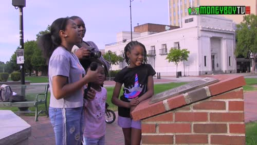 Avery Aubrey & Jahziah takes us to Downtown Augusta,GA With James Brown & Statue